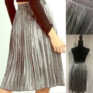 Dresses & Skirts - 🌟HP🌟 Pleated Metallic Midi Skirt